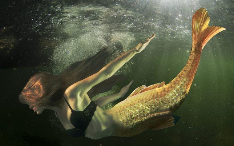 Nuotare come una sirena oggi è possibile: trucchi e consigli per diventare Ariel